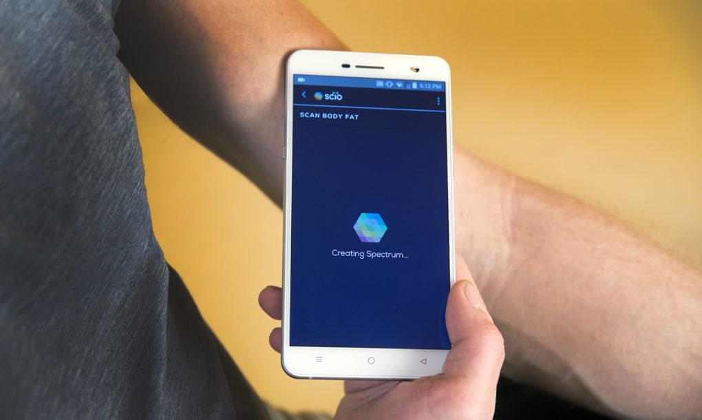 Changhong-H2-material-sensing-smartphone-3-1020x610