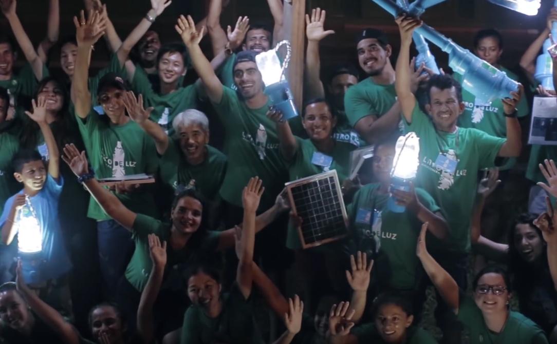 Litro de luz leva iluminação por meio de energia solar a comunidades na Amazônia