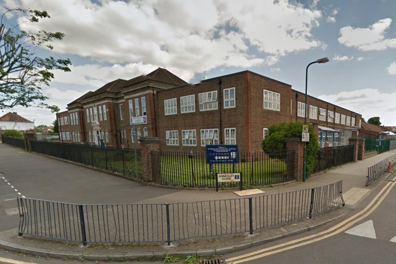 Escolas de Londres proíbem pais de levarem filhos à escola de carro