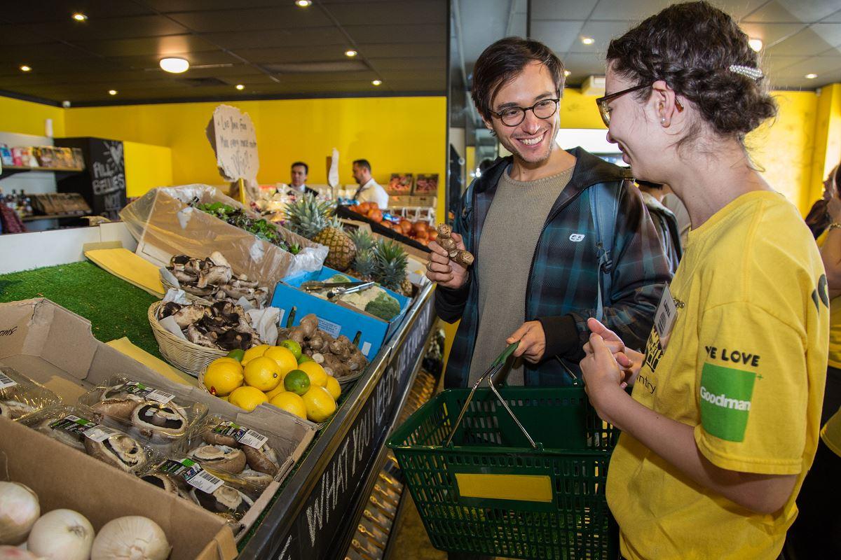Austrália abre supermercado gratuito apenas com produtos que seriam descartados