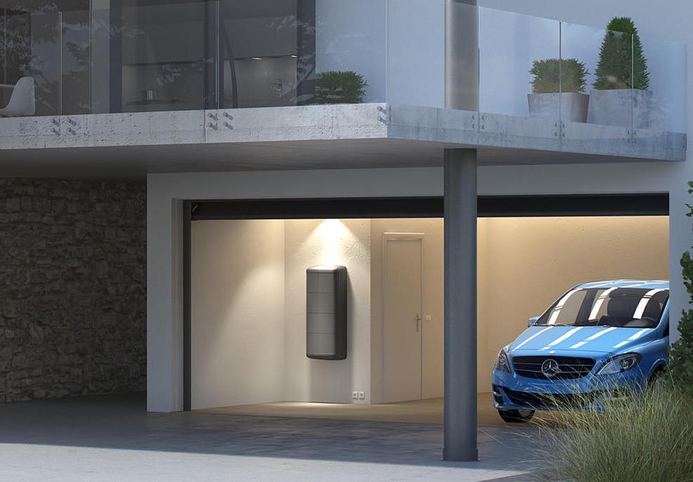 Mercedes começa a vender bateria para armazenar energia solar em casa