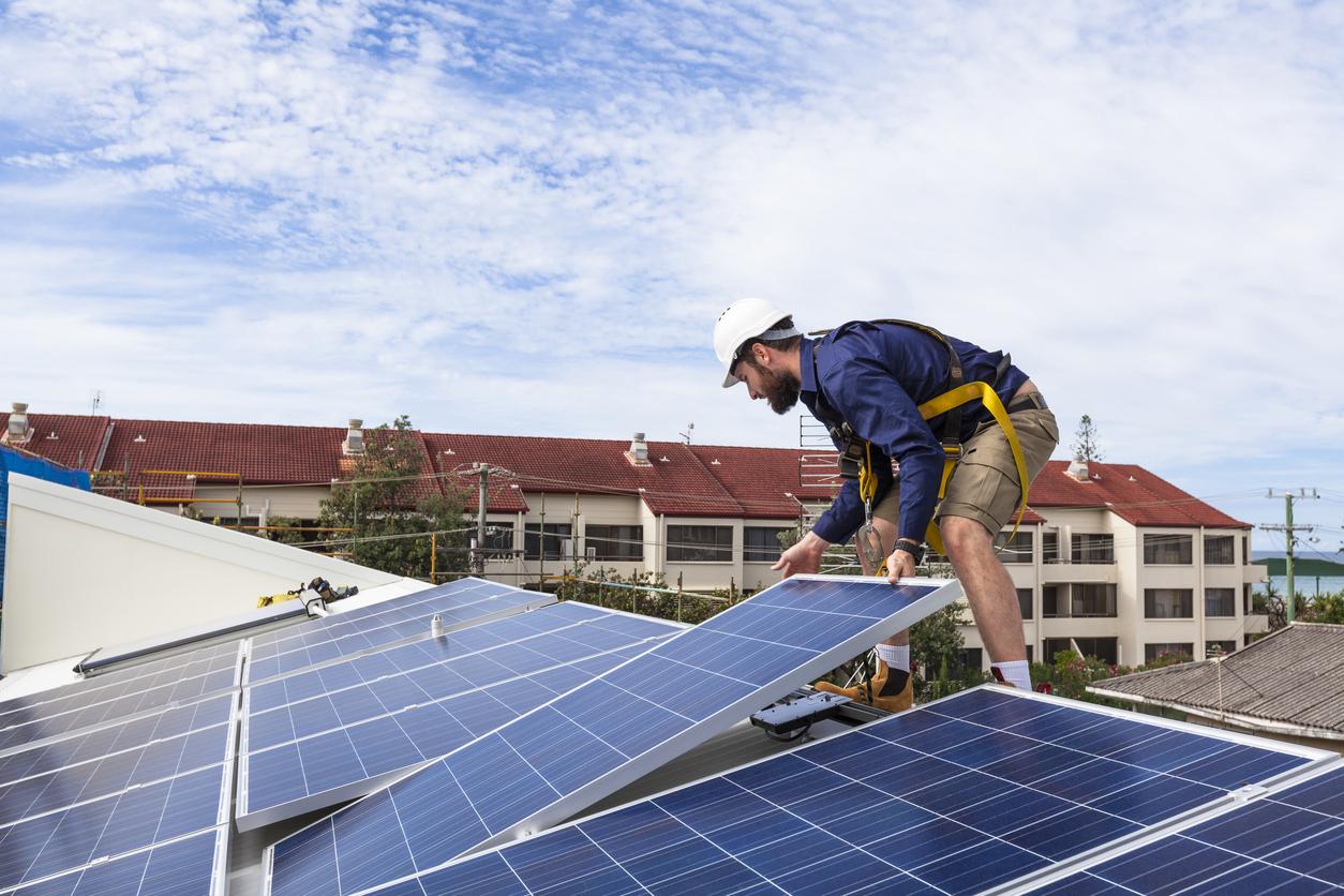 Lei isenta de imposto equipamentos para energia solar em Goiás