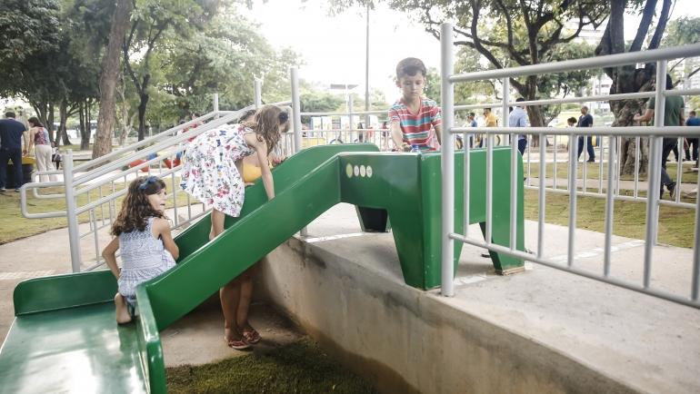 Recife inaugura parque inclusivo para crianças com necessidades especiais