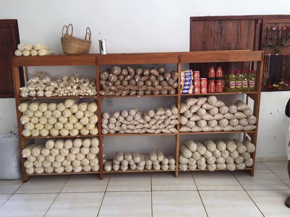 Primeiro mercado brasileiro que troca lixo por comida é inaugurado no Acre