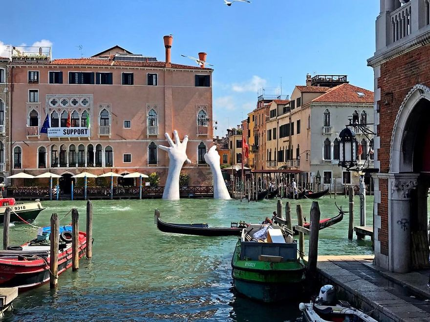 Escultura gigante em Veneza chama atenção sobre as mudanças climáticas