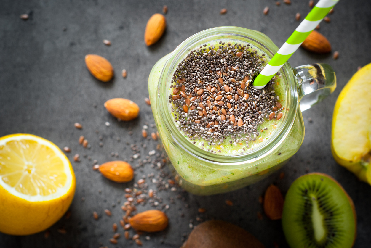 Green smoothie with seeds