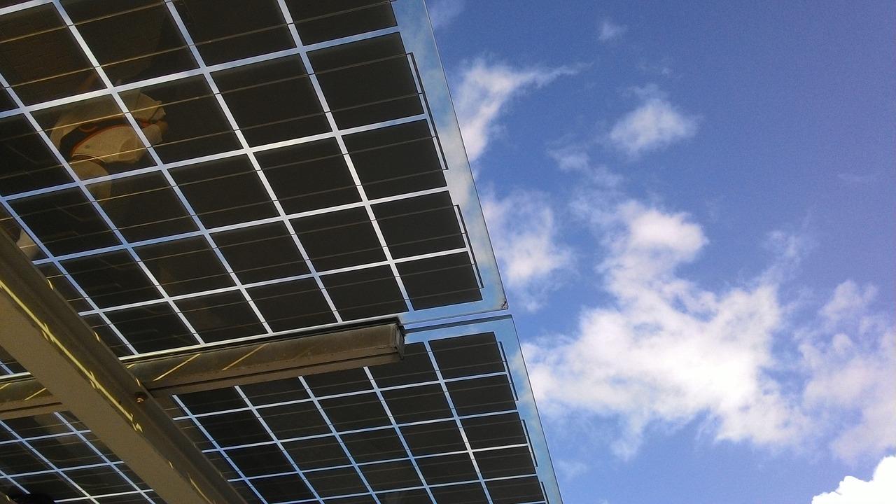 BNDES capta US$ 1 bi para investimentos em energia solar e eólica no Brasil