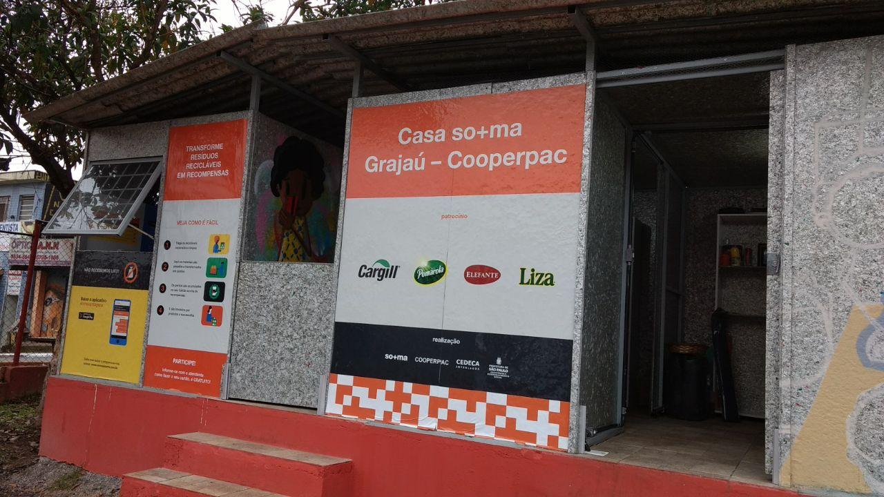 Moradores do Grajaú podem trocar recicláveis por alimentos ou cursos