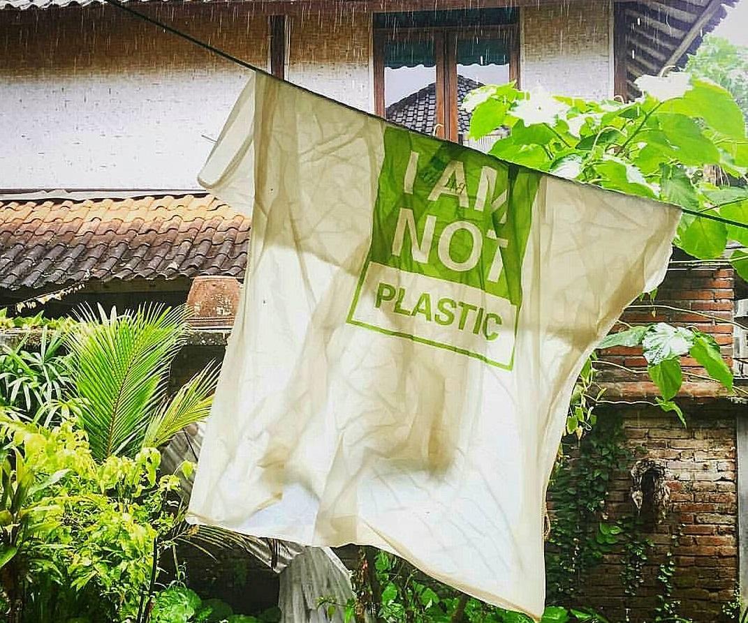 Bioplástico comestível é feito com mandioca na Indonésia