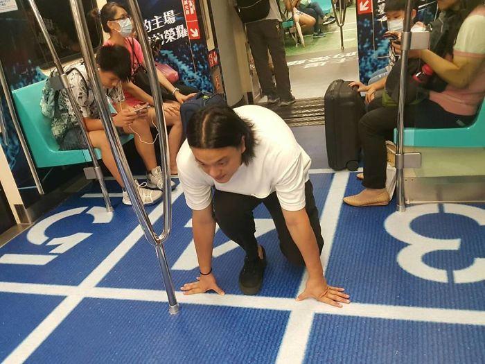 Vagões de Metrô viram pistas esportivas em Taiwan