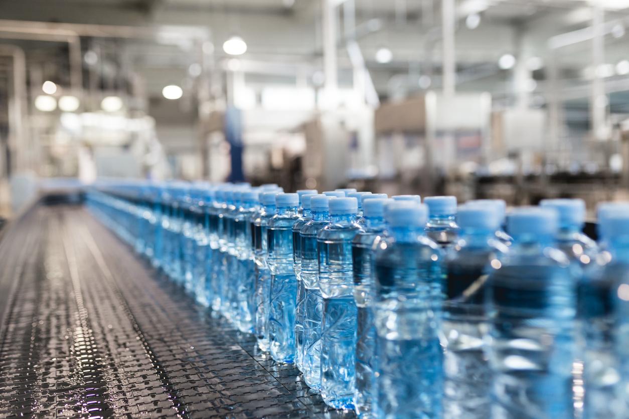 Mundo está usando quase 500 bilhões de garrafas plásticas por ano