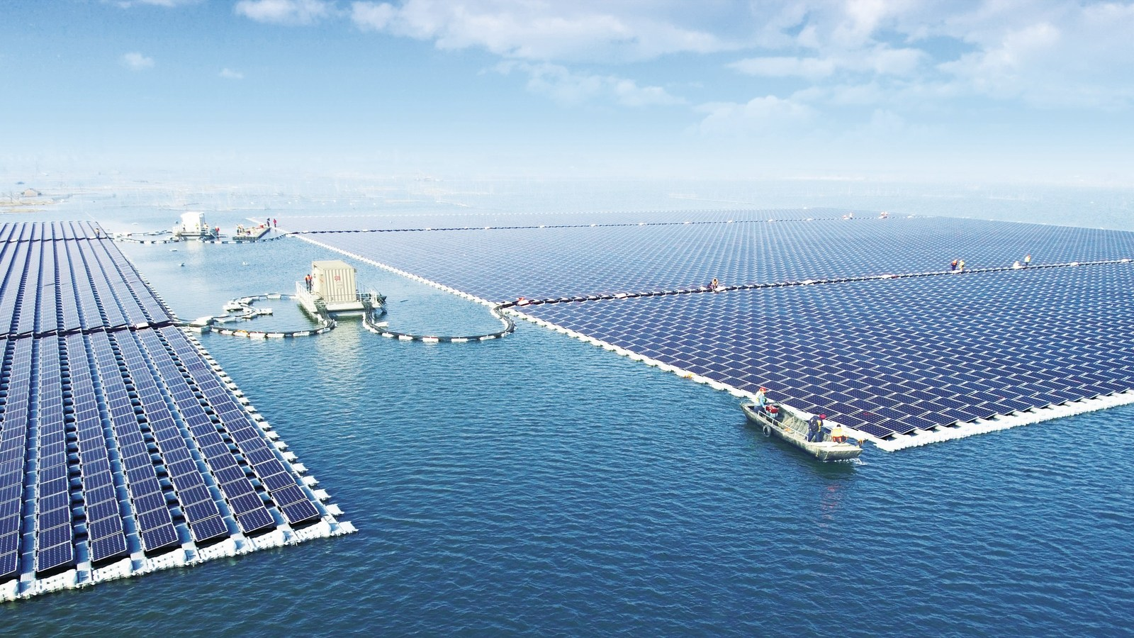 Maior fazenda solar flutuante do mundo está em funcionamento na China