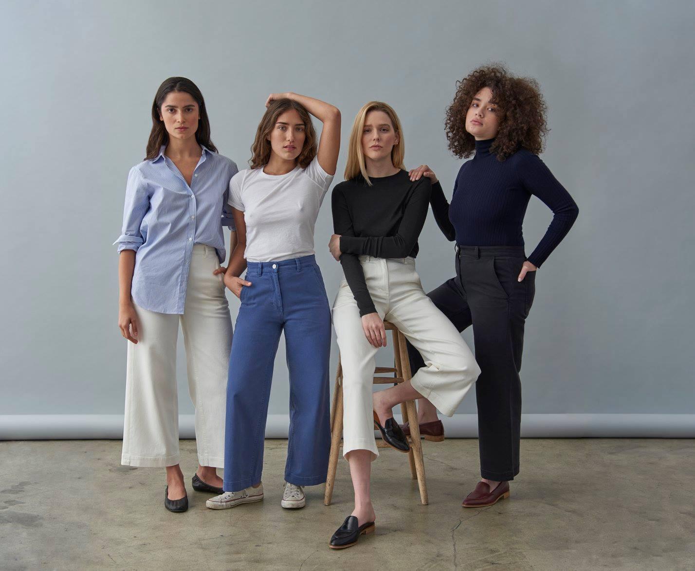 Marca transforma poluente de jeans em água potável e tijolos