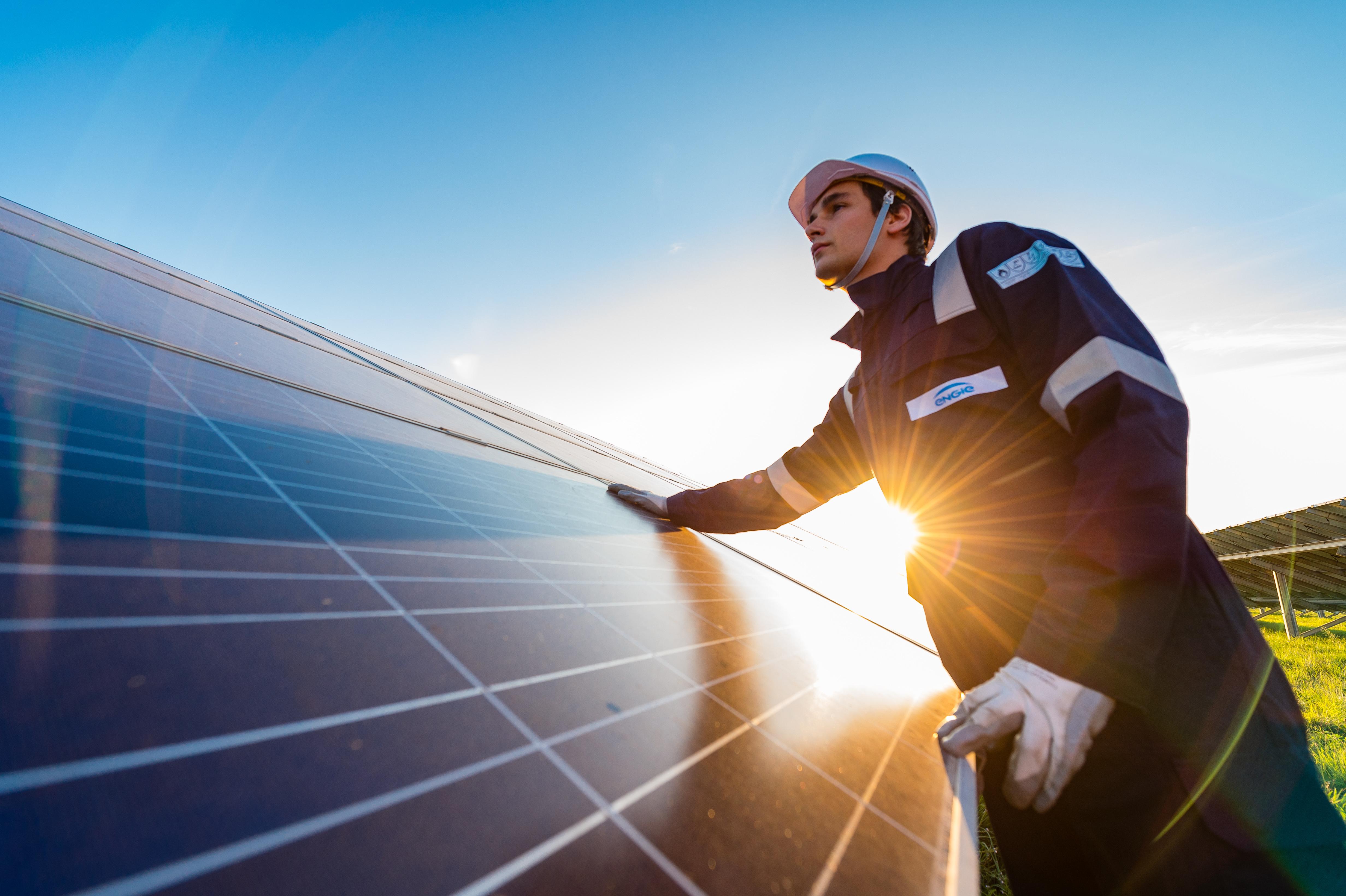 Empresa de energia solar abre 500 vagas para representantes comerciais