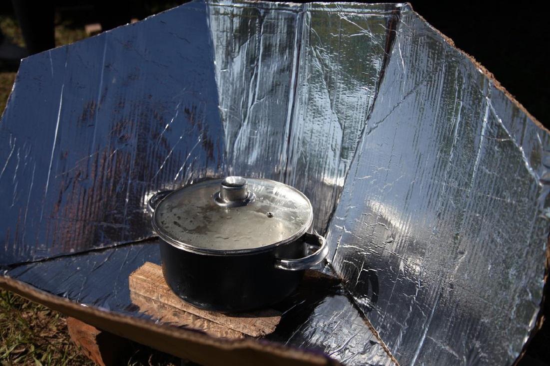 Oficina gratuita ensina a fazer forno solar