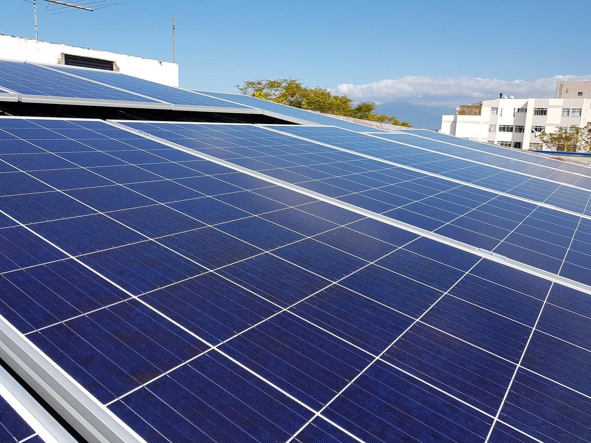 Empresa em Florianópolis deixará de emitir 200 toneladas de CO2 com painéis solares