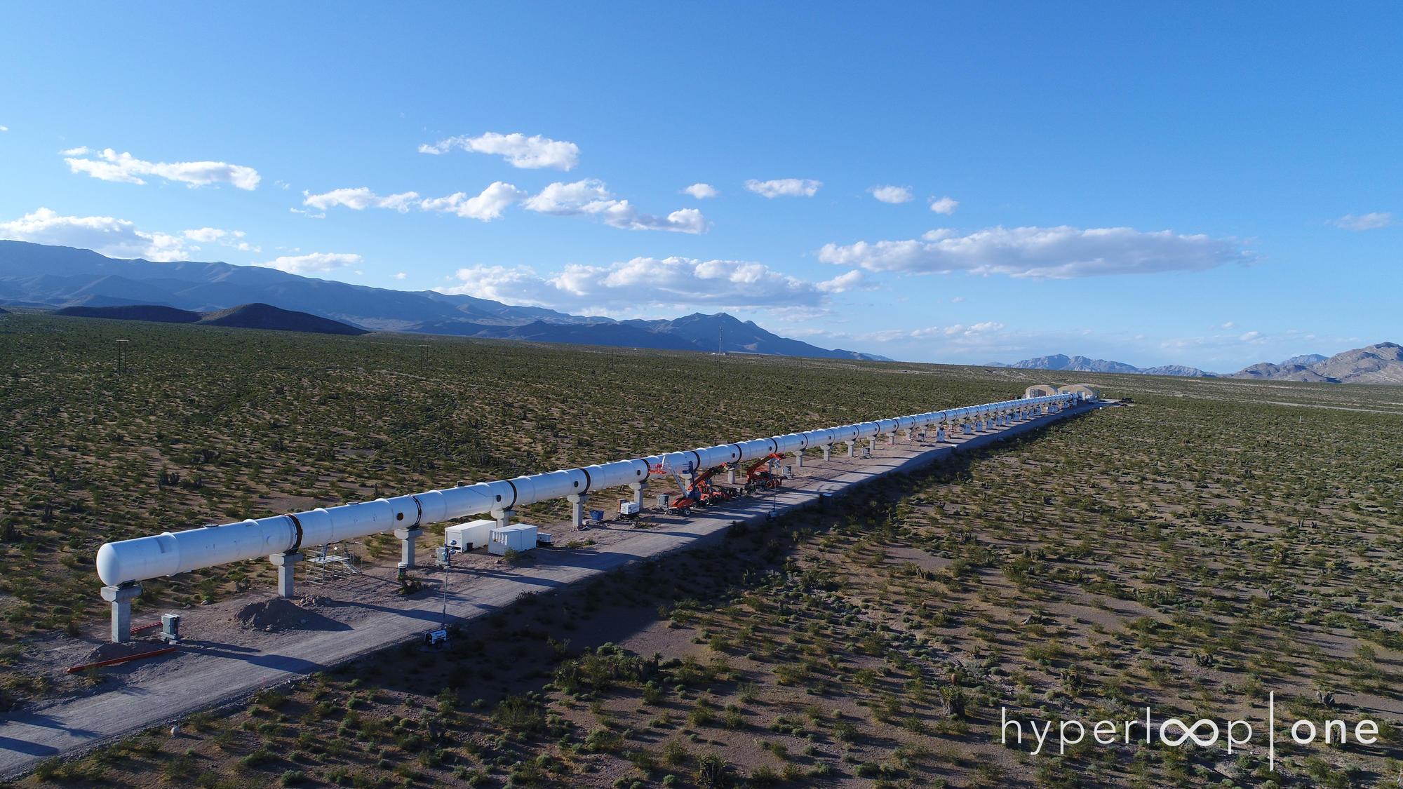 Trem de alta velocidade ultrapassa 300 km/h em teste