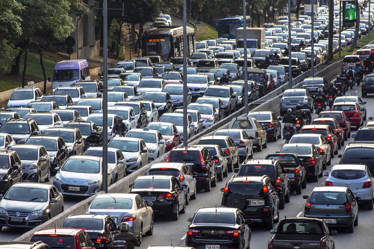 Especialistas combatem mito de que redução da velocidade aumenta trânsito