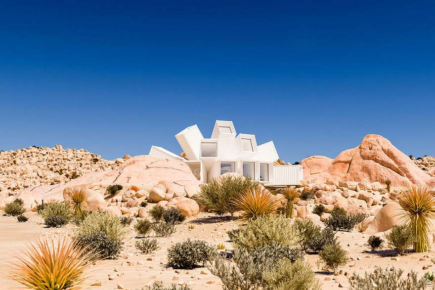 container-house-joshua-tree-residence-whitaker-studio-13-59d32fc5e17a4__880