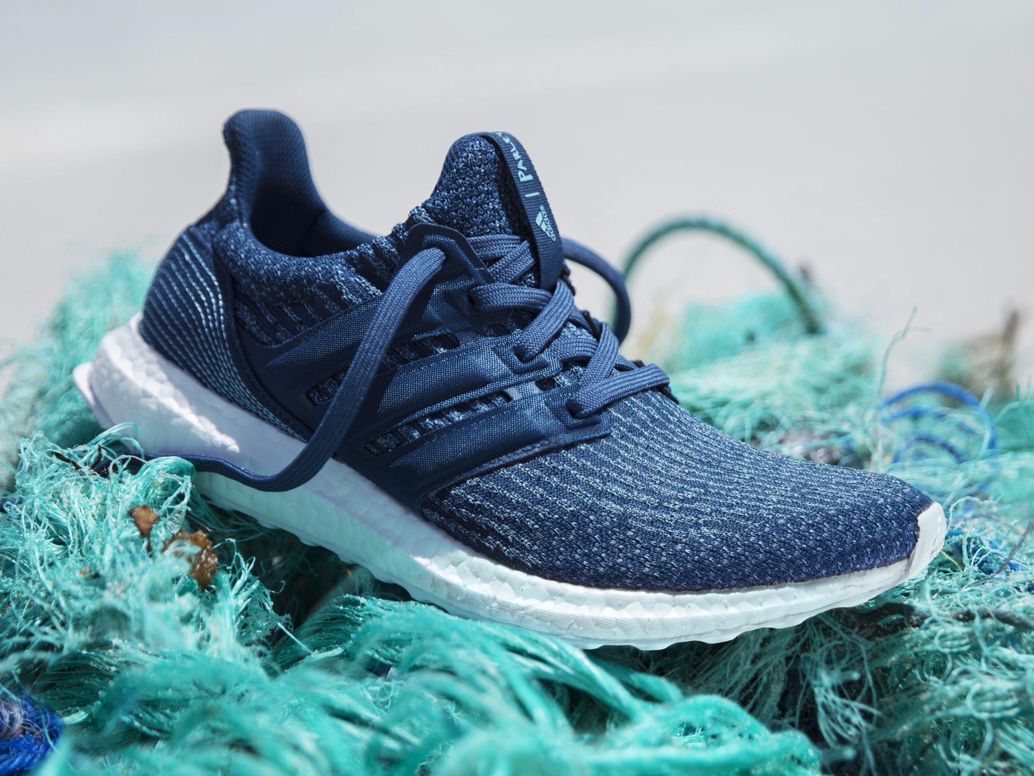 Inminente Desnudarse ponerse en cuclillas  Adidas vendeu 1 milhão de tênis de plástico oceânico em 2017 | CicloVivo
