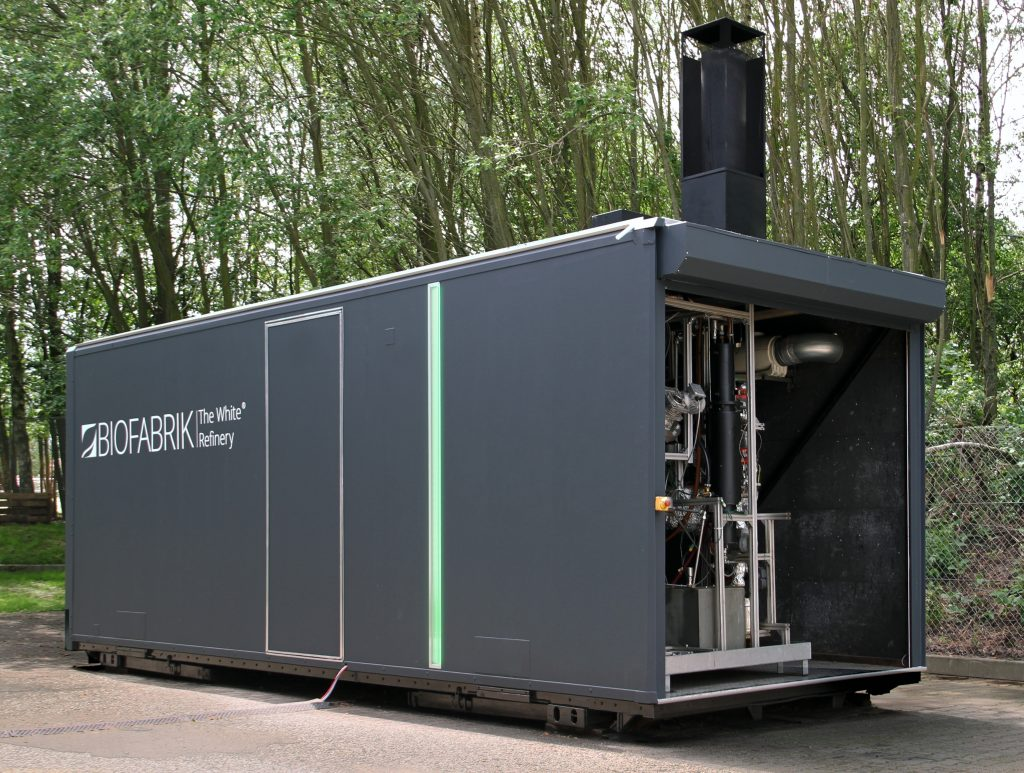 Startup BioFabrik transforma lixo plástico em combustível