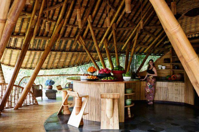 casa ananda feita de bambu bali ibuku green village