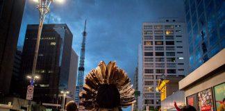 Intervenção de indígenas na Avenida Paulista