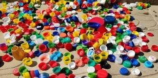 tampinhas de plástico