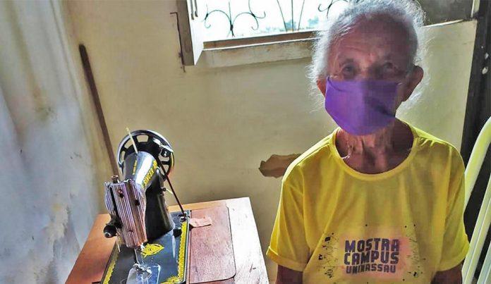 máscaras idosa coronavírus