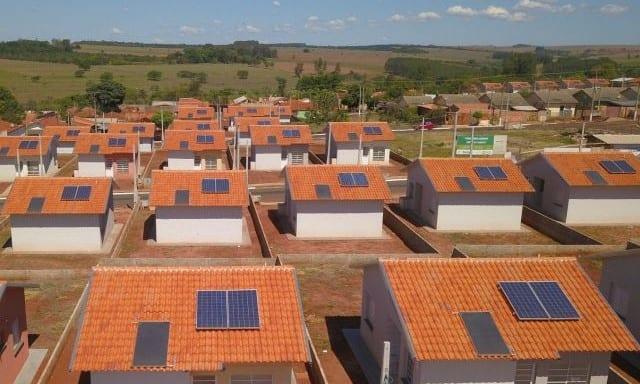 Casas da CDHU com sistema solar fotovoltaico
