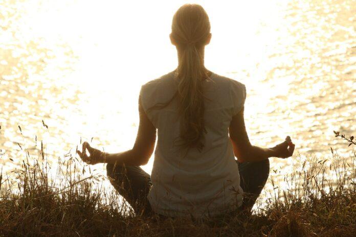 meditação yoga tratamento dor depressão