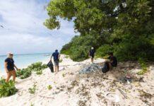 plásticos nos oceanos