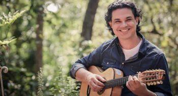 """""""Vozes da Floresta"""" traz shows do violeiro Yassir Chediak"""