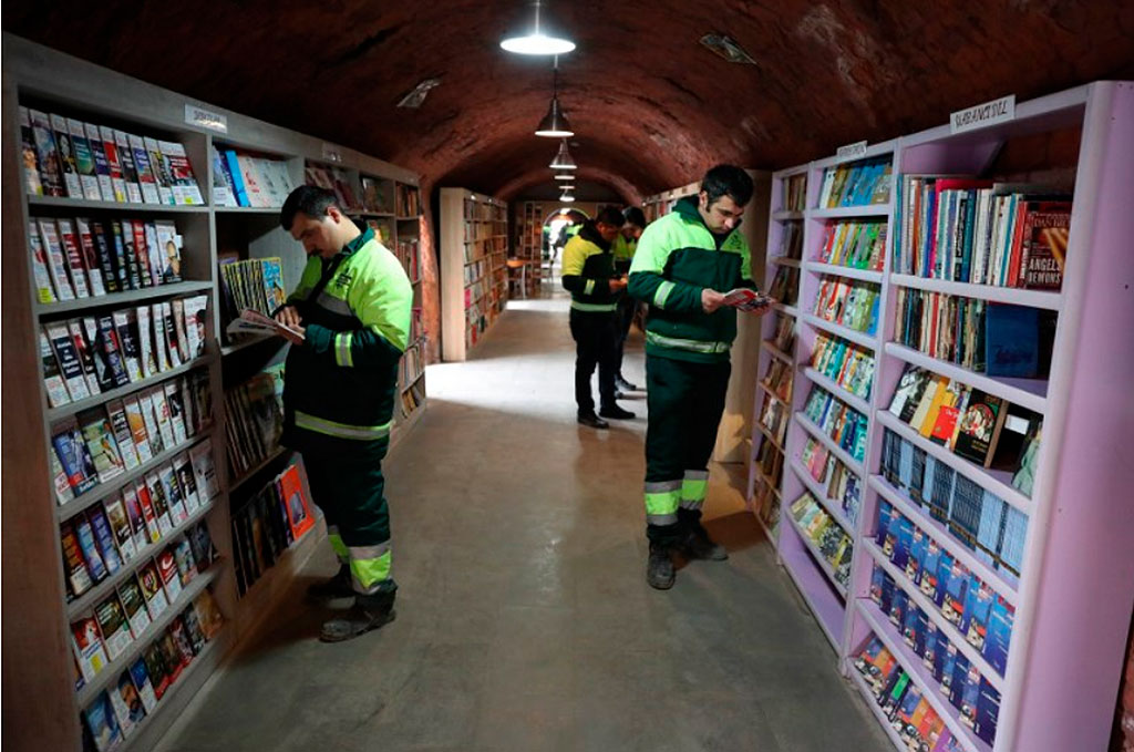 biblioteca garis livros lixo