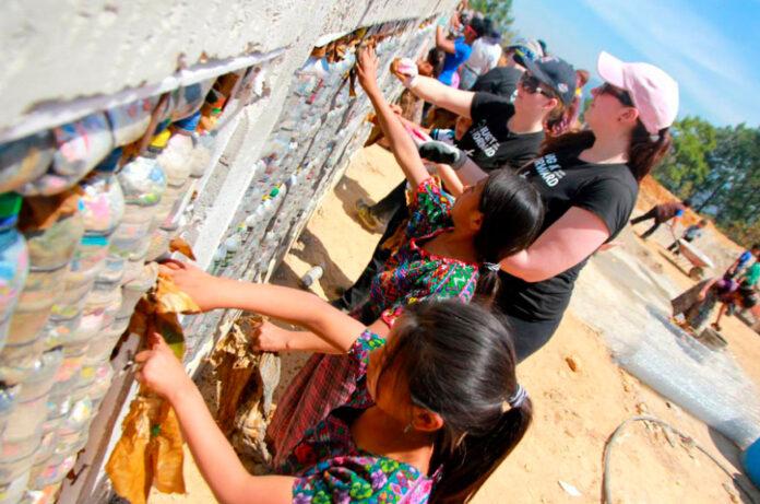 escolas recicláveis ONG Guatemala