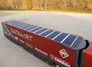 Carreta bau refrigerada é abastecida por energia solar