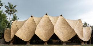 Ginásio de esportes em Bali é inteiramente feito em bambu
